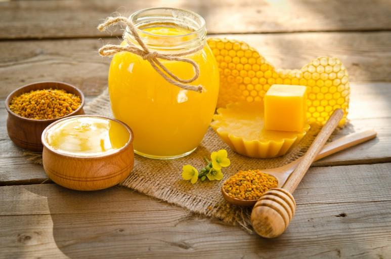 bigstock-Beekeeper-s-Still-Life-77562683-773x512